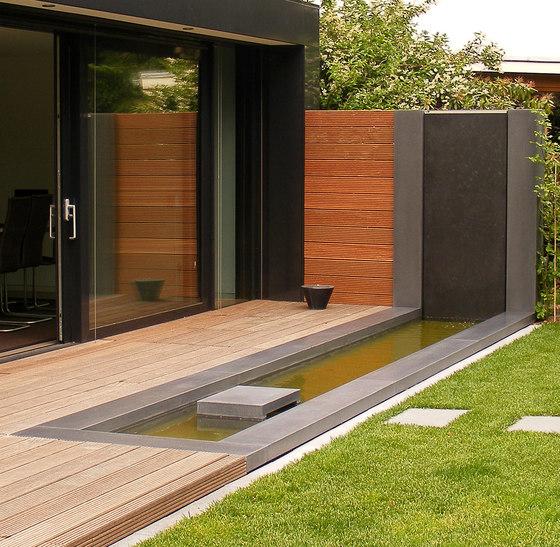 wasserspiele von oggi beton wasserzapfstelle aus beton. Black Bedroom Furniture Sets. Home Design Ideas