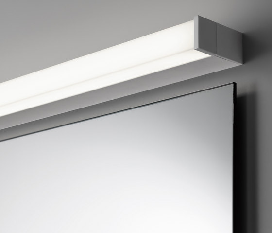 Spiegel pure mit Aufbauleuchte SpinaStrip by talsee | Mirror lighting