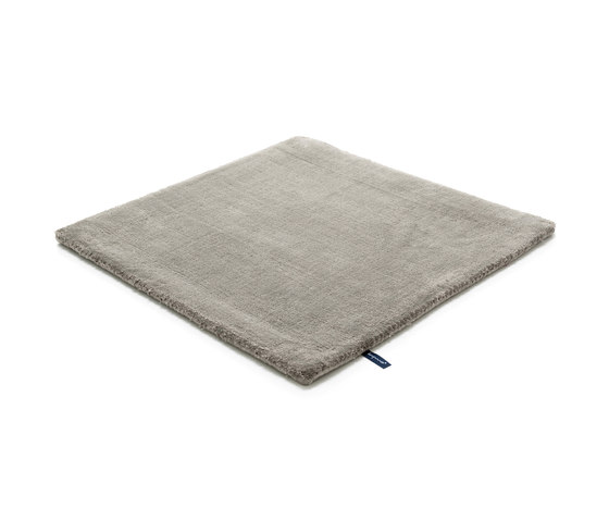 Studio NYC Polyester Edition neutral grey by kymo | Rugs / Designer rugs