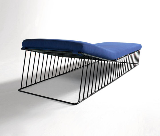 Wired Italic Chaise di Phase Design | Chaise longue