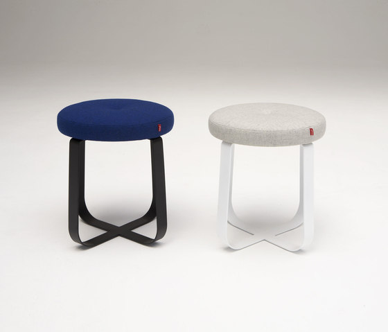 Primi Low Stool von Phase Design | Hocker