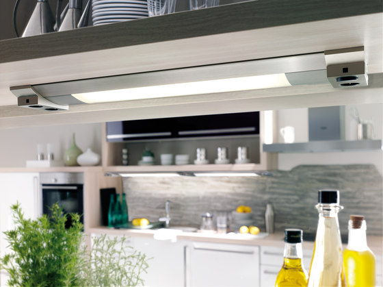 Futura Plus R - Under-Cabinet Luminaire in Customised Lengths with Fittings to Suit de Hera | Lámparas para bases