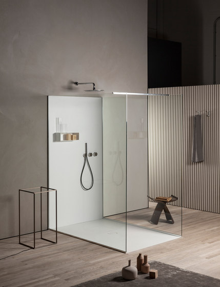 Less by MAKRO | Shower trays