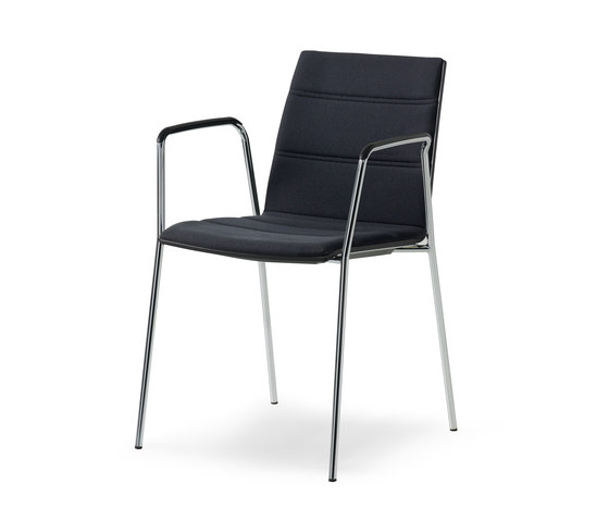 update_b Stacking chair with arms de Wiesner-Hager | Chaises