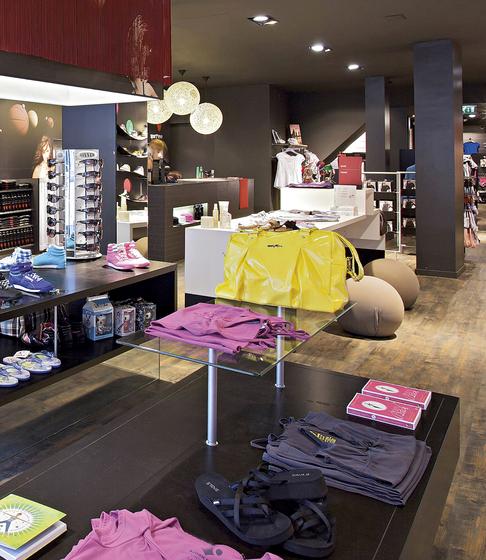 Area 20 de Shopfitting systems by Vitra | Sistemas de puntos independientes