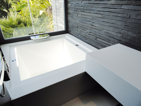 STARON® Bathtub cladding by Staron | Bathtubs mineral composite