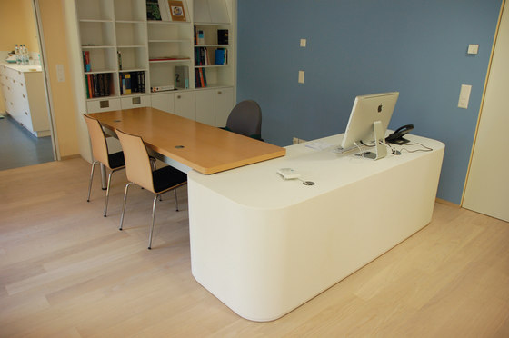 STARON® Workstation di Staron | Tavoli da ingresso