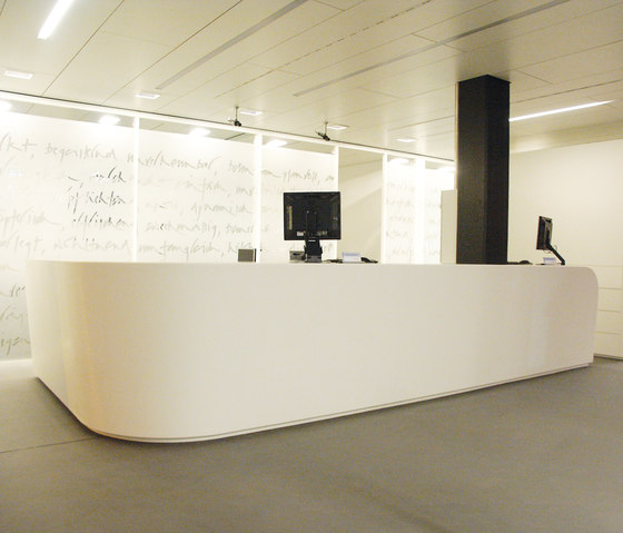 STARON® Reception counter de Staron | Banques d'accueil