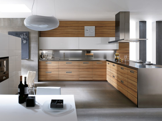 3000 avant montllor parma blanco brillo by DOCA | Fitted kitchens