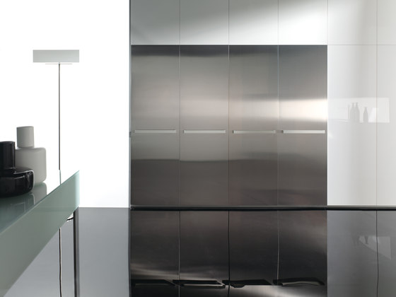 Gloss blanco factory 2 by DOCA | Fitted kitchens