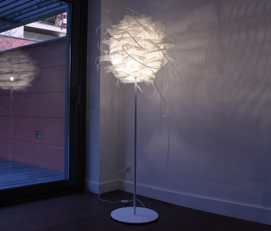 Struk F Floor lamp by Luz Difusión | Free-standing lights