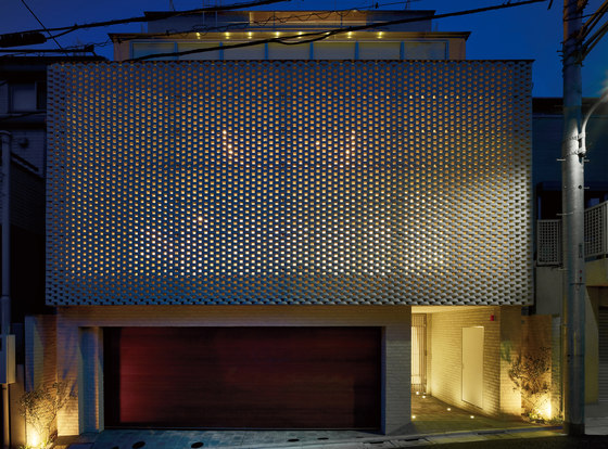 Ceramic screen in-situ by Kenzan | Facade design