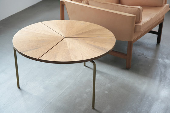 Circular Coffee Table von BassamFellows | Garten-Esstische