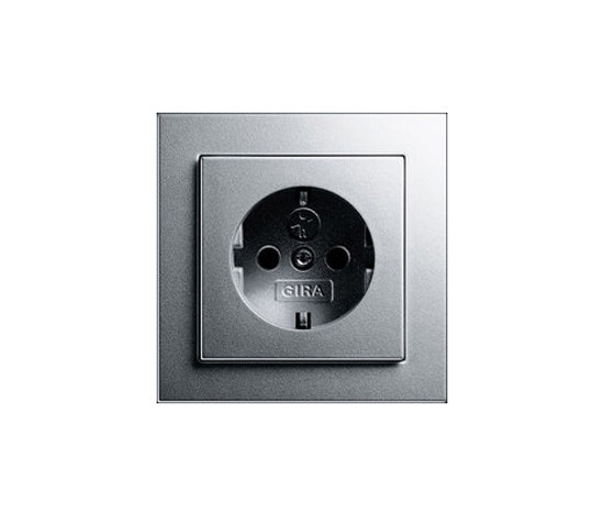 SCHUKO-socket outlet with child protection | E2 by Gira | Schuko sockets