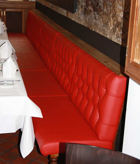 Restaurant OX Steakhouse | Chesterfield di KURTH Manufaktur | Panche per ristoranti