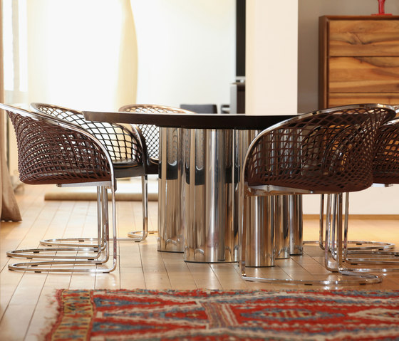 Tons rund Tisch by Made In Taunus | Dining tables