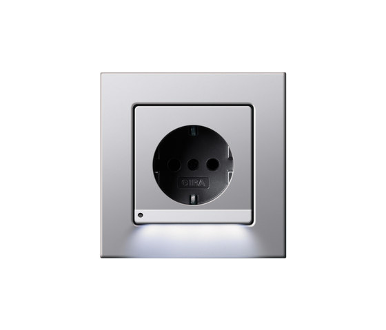 SCHUKO-socket outlet LED | E22 by Gira | Schuko sockets