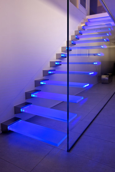 Madras® Pixel Flooring Trasparente by Vitrealspecchi | Staircase systems