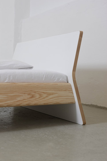 Private Space Bed 100 di ellenbergerdesign | Letti singoli