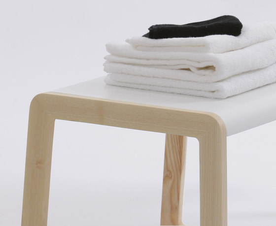Private Space Stool de ellenbergerdesign | Repisas / soportes para repisas