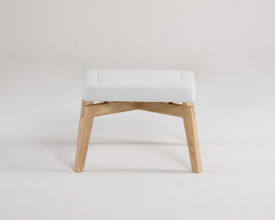 Private Space Ottoman de ellenbergerdesign | Otomanas