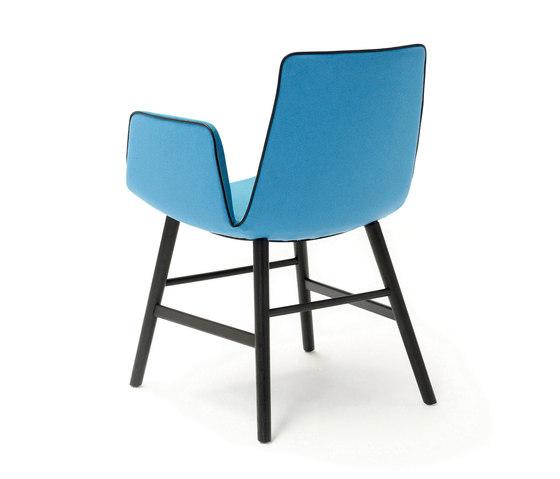 Amelie | Armchair mit Holzzarge umlaufend von FREIFRAU MANUFAKTUR | Stühle
