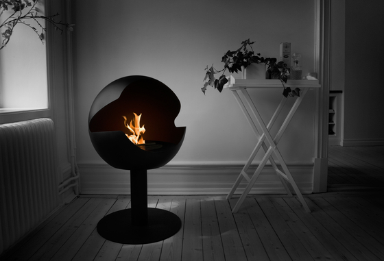 Globe stand metal black by Vauni Fire | Ventless ethanol fires