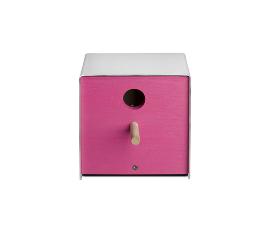 Twitter.Pink Nesting Box by keilbach | Bird houses / feeders