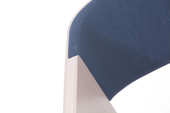 Merano Armlehnstuhl gepolstert von TON | Besucherstühle