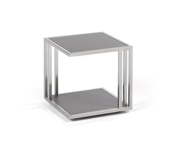 Suite side table di Fischer Möbel | Tavolini di servizio da giardino