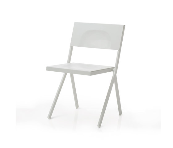 Mia | 410 by EMU Group | Restaurant chairs