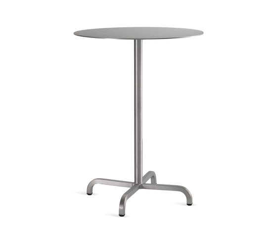 20-06™ Round bar table von emeco | Bartische