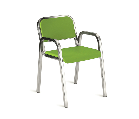 Nine-0™ Stacking armchair de emeco | Sillas para restaurantes