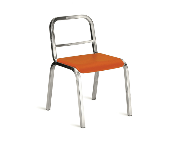 Nine-0™ Stacking chair de emeco | Chaises de restaurant