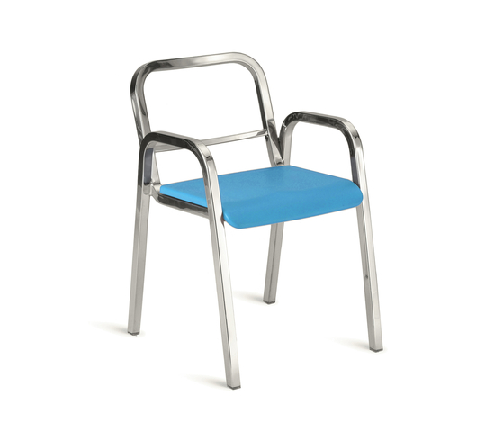 Nine-0™ Stacking armchair von emeco | Restaurantstühle