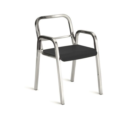 Nine-0™ Stacking armchair de emeco | Chaises de restaurant