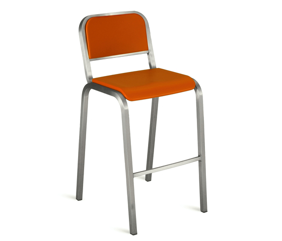 Nine-0™ Stacking barstool de emeco | Bar stools