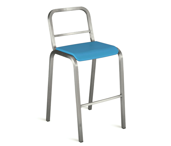 Nine-0™ Stacking barstool de emeco | Tabourets de bar