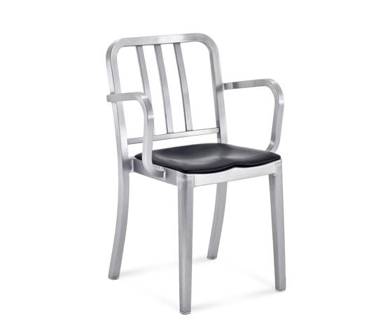Heritage Stacking armchair seat pad de emeco | Chaises de restaurant