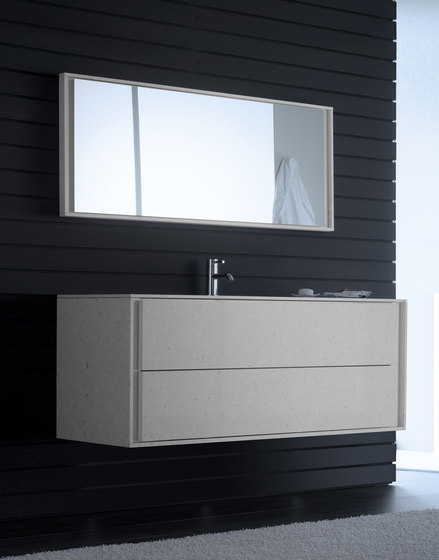 Mirror with base cover von CODIS BATH | Wandspiegel