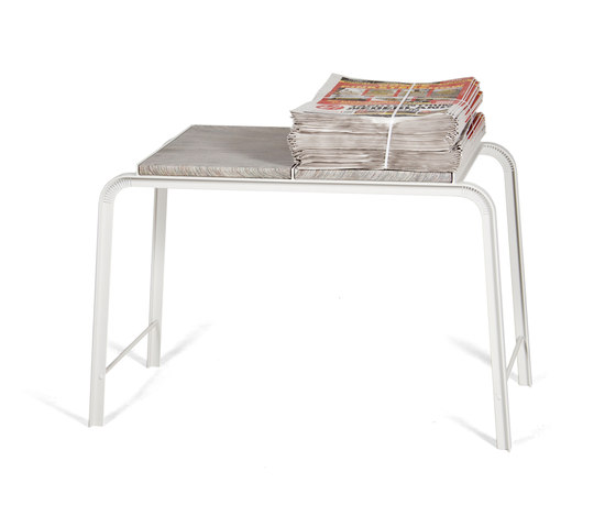 Tabloid Table | side table von Vij5 | Beistelltische