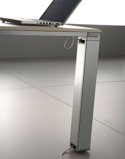 FD205 desk by Faram 1957 S.p.A. | Individual desks