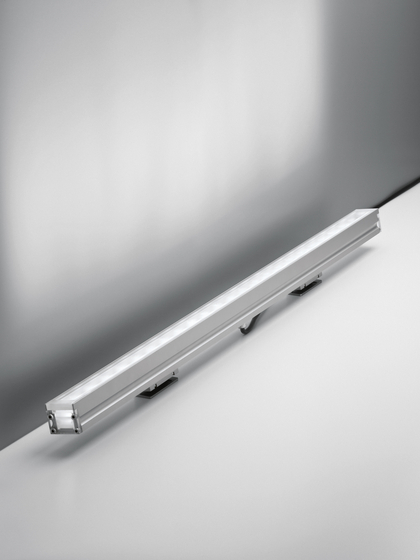 LineaLed Wallwasher adjustable by Artemide Outdoor | General lighting