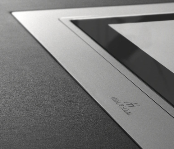 Dynamic3 by ARTHUR HOLM | Table integrated displays