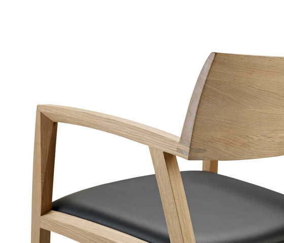 GM 326 Curve Chair de Naver | Sillas de visita