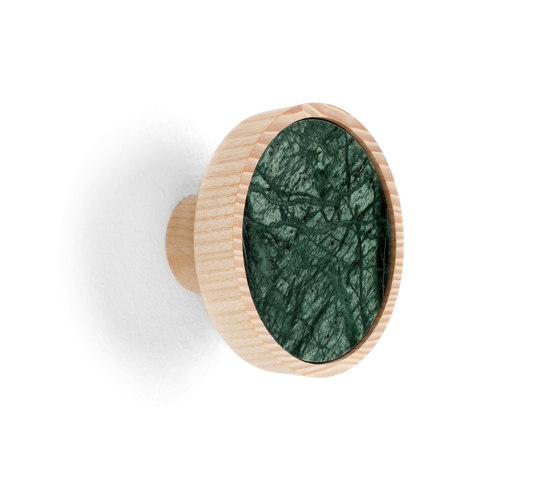 Charles Marble Green | Coat hook di Edition Nikolas Kerl | Ganci / Supporti