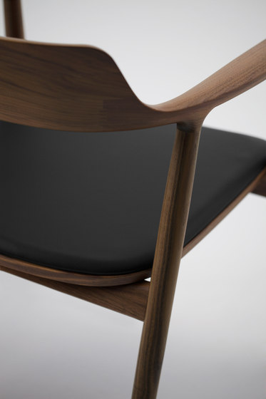 Hiroshima Arm Chair High (Cushioned) von MARUNI | Restaurantstühle