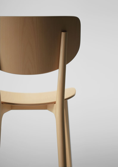 Roundish Armless Chair (Wooden seat) de MARUNI | Chaises de restaurant
