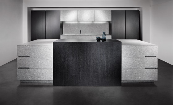 Lupus Grey by eggersmann | Island kitchens