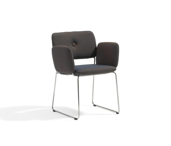Dundra Chair S70A Upholstered Armchair de Blå Station | Chaises de restaurant